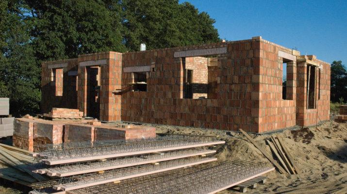 house-under-construction-1216092-1279x850